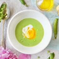 Zupa krem z zielonego groszku z jajkiem w koszulce