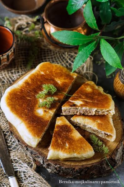 Kubdari - gruziński placek z mięsem