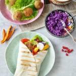 Tortilla z falafelem i warzywami