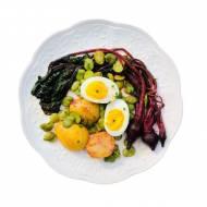 Sałatka z botwinki z jajkiem i bobem