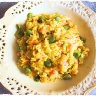 Risotto z brązowego ryżu z warzywami w towarzystwie bobu