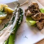 Kurczak w limonkowej marynacie ze szparagami