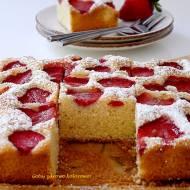 Pyszne ciasto z truskawkami