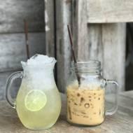 Frappe mrożona kawa z kostkami lodu