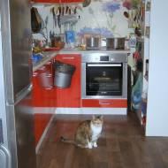 wiaderko wiszące na szafce w kuchni-DIY zrób to sam za małe pieniądze...