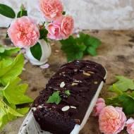 Ciasto czekoladowo jogurtowe z czarną porzeczką