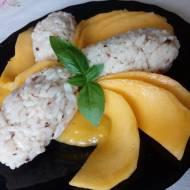 Orientalny deser z ryżu i mango