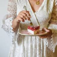 Sernik na zimno z galaretką truskawkową - tylko 5 składników!