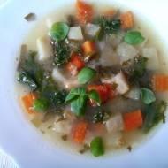 Zupa kalarepowa z jarmużem i kaszą manną