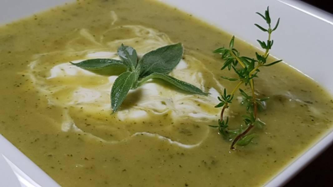 Bardzo prosta zupa z cukinii z nutka curry.