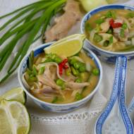 Zupa curry z kurczakiem i makaronem ryżowym