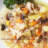 Zupa jarzynowa z fasolką szparagową, kalarepą, cukinią, kapustą i pieczarkami