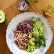 Lekka sałatka z tuńczykiem, awokado i kolendrą