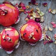 Pieczone wegańskie pączki z nadzieniem różanym