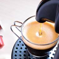 4 zalety, za które twoja kuchnia pokocha ekspres kapsułkowy – sprawdź!