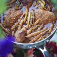 Duszony kurczak z fasolką we włoskim stylu