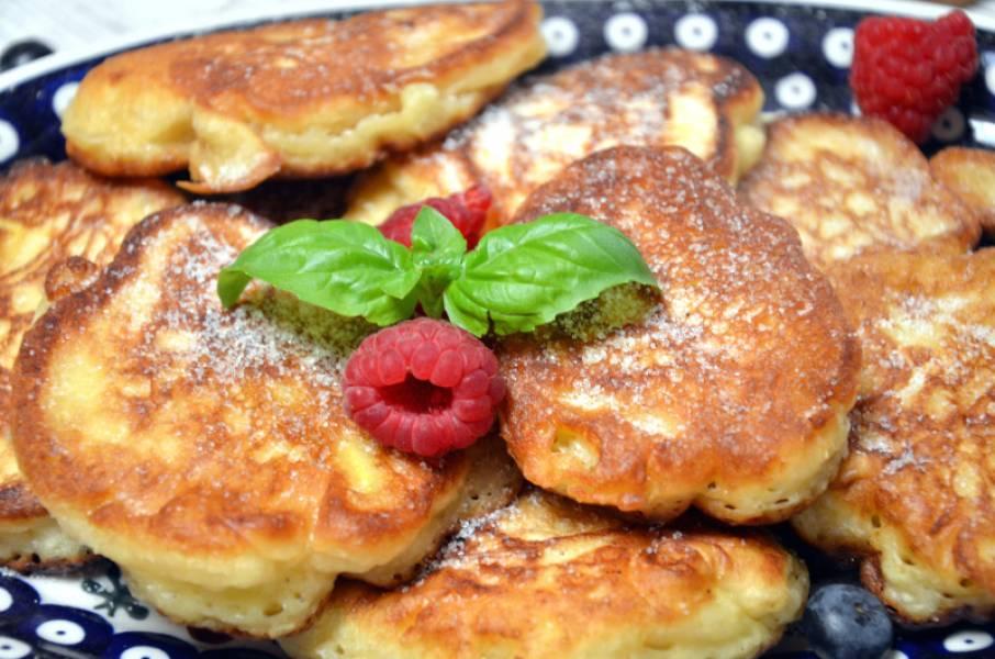 Pyszne placki z jabłkami na mleku zsiadłym