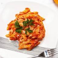 Penne z łososiem w sosie dyniowo-pomidorowym
