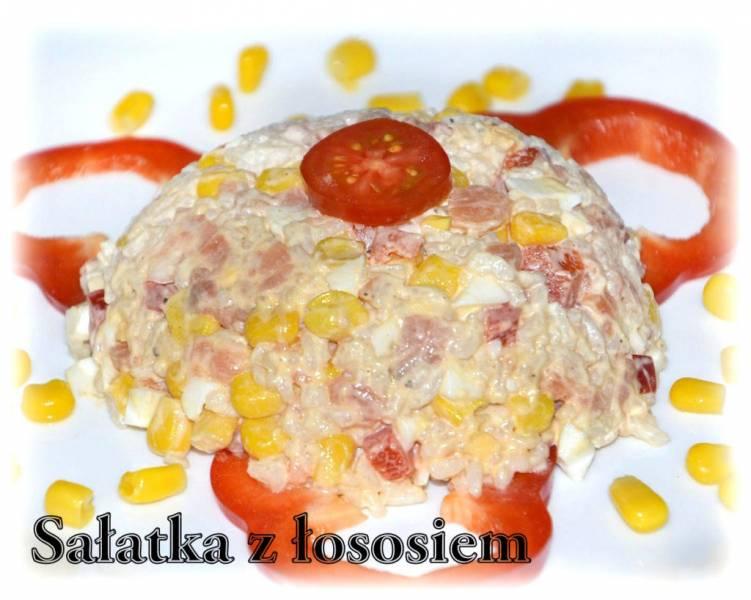 Sałatka z ryżem i łososiem