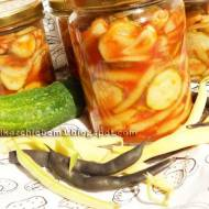 Sałatka z ogórków, cebuli i fasolki szparagowej do słoików