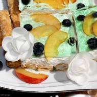 Ciasto na paluszkach francuskich z kremem mascarpone, owocami i galaretką