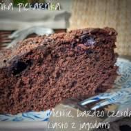 Miękkie, bardzo czekoladowe ciasto z borówkami