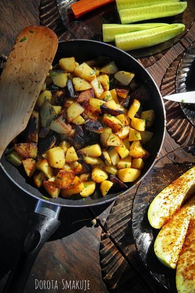 Ziemniaki smażone na patelni – tanie danie