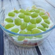 Sałatka z selerem, szynką i winogronami