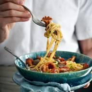Spaghetti w sosie z sercami kaczymi i maślanymi kurkami.