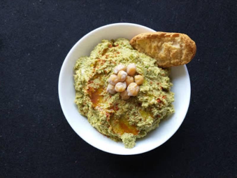 Hummus z ciecierzycy z zielonym groszkiem