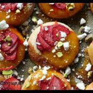 Drożdżówki z lemon curd i truskawkami