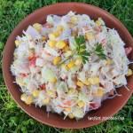 Lekka sałatka z makaronem ryżowym i ogórkiem