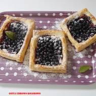Tartaletki jagodowe z ciasta francuskiego
