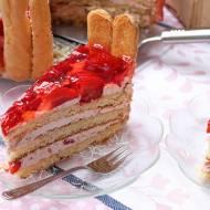 Tort truskawkowy z płotkiem