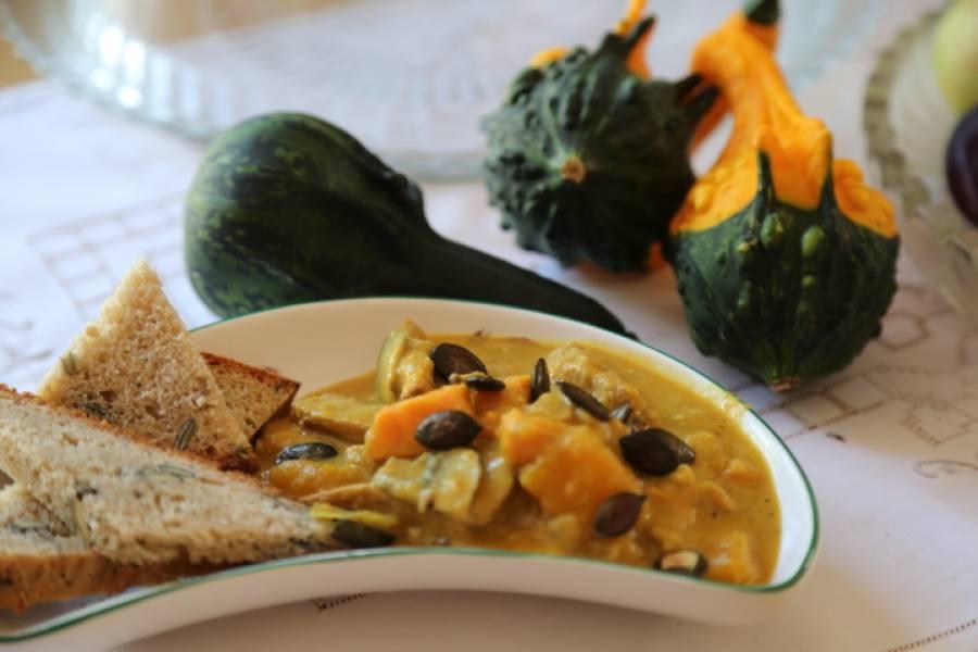 Danie z kuchni tajskiej z dynią i batatami
