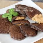 Placuszki kakaowo-bananowe z masłem orzechowym