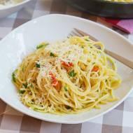 Słynne spaghetti aglio olio e peperoncino. Najlepsze na upalne dni. PRZEPIS