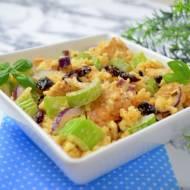 Sałatka z kurczakiem, selerem naciowym, żurawiną i ryżem + film