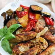 Pieczone polędwiczki z kurczaka z warzywami