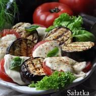 Sałatka z grillowanego bakłażana z pomidorami