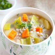 Krupnik kujawski z kaszą pęczak. Pyszna zupa z dużą ilością warzyw. PRZEPIS