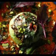 Kalarepa faszerowana kaszą bulgur w sosie pomidorowym