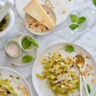 Szybki obiad - makaron z domowym pesto migdałowo- parmezanowym