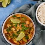 Curry z tofu, cukinią i brokułem