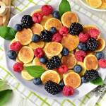 Mini pankejki z owocami (cereal pancakes)