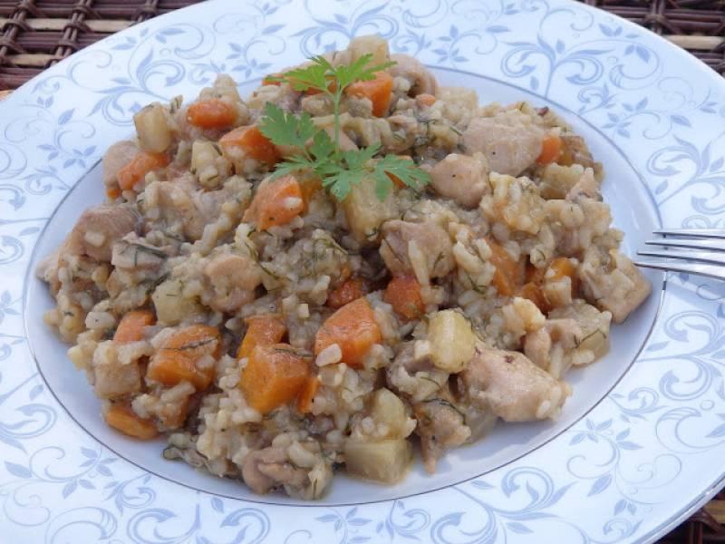 Kurczak duszony z warzywami i ryżem