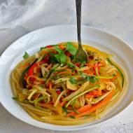 Spaghetti z marchewką i cukinią