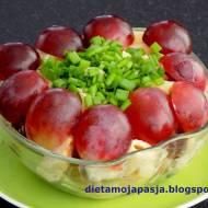 Sałatka makaronowa z winogronem