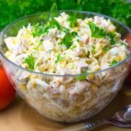 Sałatka z selerem konserwowym, szynką i serem
