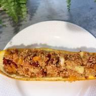 Cukinia faszerowana quinoa i warzywami